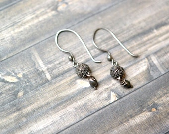 Simple Sterling Silver Brutalist Dangle Earrings with Black Pearl Accent