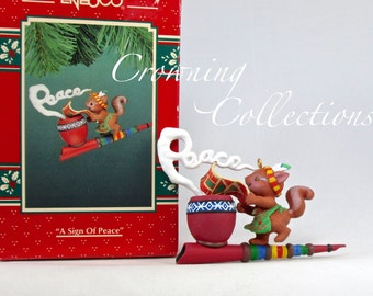 Enesco A Sign of Peace Pipe Squirrel Treasury of Christmas Ornament Smoke Signal Vintage Holiday Lustre Fame Mice