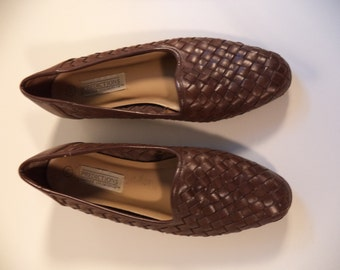 90s woven loafer flats// Hipster bohemian brown leather slipons // Vintage Predictions// Boho hipster// Size 7-1/2