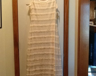 White vintage ladies lace floor length sleeveless dress size 8