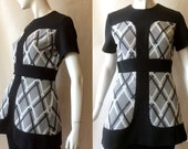 1960's mod tunic top, gray and white crisscross plaid patterned textured knit poly paneled with black, medium / large (8 - 10)
