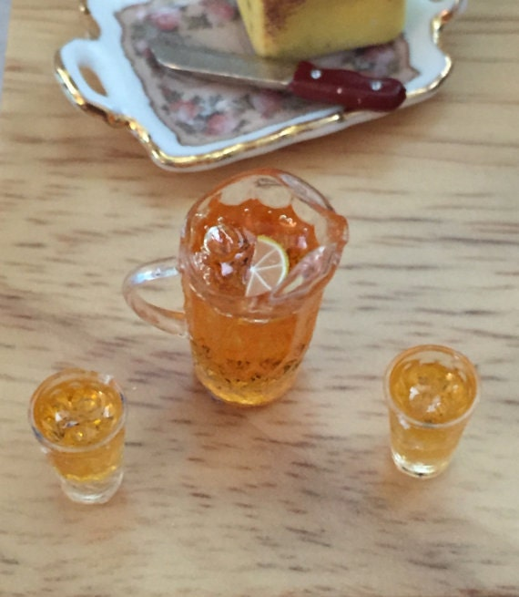 Miniature Ice Tea Set, Includes Pitcher of Tea with Lemon and 4 Filled Glasses, Dollhouse Miniature, 1:12 Scale, Mini Tea and Glasses Set