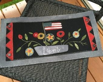 "HAND-STITCHED Primitive Folk Art Wool Applique Table Mat -  ""GARDEN of Liberty""  (Design by Brenda Gervais)"