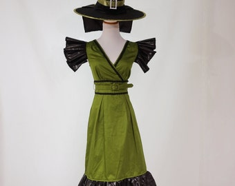 Woman's Halloween Witch Costume in Green and Black - Size 0-2