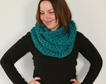 The Winter Blues Cowl