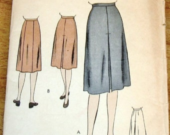 Easy Vintage 1940s Sewing Pattern Vogue 5519 Skirt with Inverted Pleats, Center Back Panel, Womens Misses Waist 30 Hip 39 Unprinted Complete