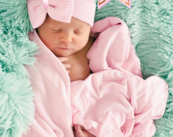 Newborn Hospital Hat Bow Baby Girl Hospital Hat. Beanie with Bow – pink