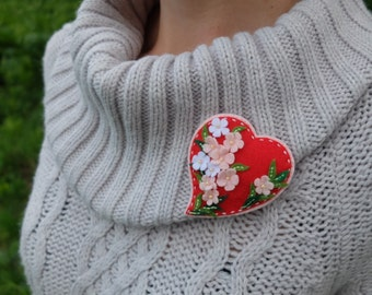 Heart Flowers brooch.Hand Embroidery. Flower heart. Red hearts.Felt brooch.Heart brooch.Love Jewelry. Mum brooch. Grandma gift. Wedding Gift