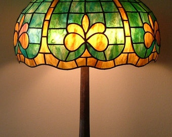 Geometric glass lamp // Fleur de Lis shade // green table lamp, office lamp // Hollywood Regency lamp // French provincial // art deco shade