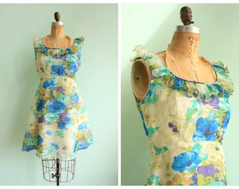 Vintage 1970's Floral Ruffle Trim Dress | Size Small