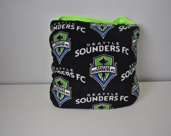 Sounders Quillow with green pocket