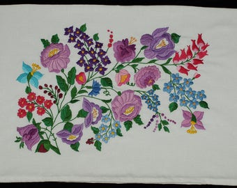 New Hand Embroidered White Hungarian Kalocsa Floral Pillow Case