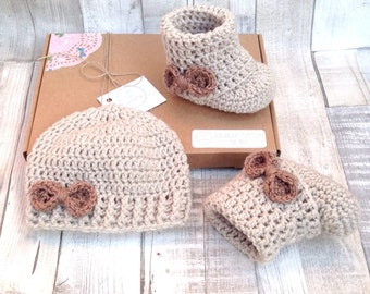 Gift set hat and booties, baby, gift set, crocheted booties, girls hat, baby shower, gift set, 0-3 3-6, crochet hat set, baby hat shoes