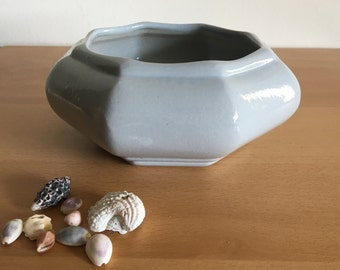 Darling light grey octagon design ceramic planter / plant pot in Haeger or Hull style circa 1960s for succulents cactus or bonsai!