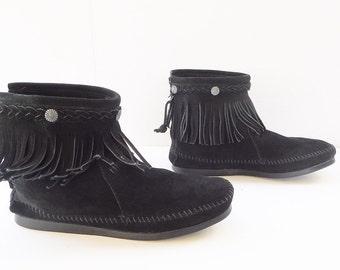 Minnetonka moccasin  women black fringe ankle boots size 9