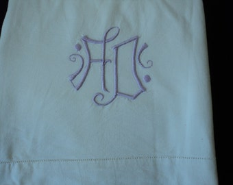 Bargain French Vintage metis linen embroidered sheet (03835)
