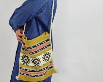 Southwestern purse - Hand woven purse - Braided- Slouchy Shoulder bag - 1970s vintage - Vintage purse - Aztec print - Rayon