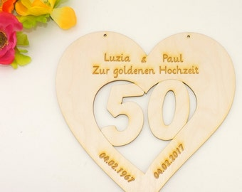 Number 50 in the heart engraved with name of the bride and groom date and golden wedding as Tache pendant