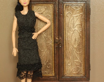 Dollhouse Barbie, 1:6 Scale, Wardrobe/Armoire, Wood Miniature Furniture for Fashion Dolls such as Poppy Parker, Blythe, etc.