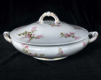 Haviland & Co Limoges Round Covered Vegetable Bowl in the SCH 29a pattern Pink Flowers