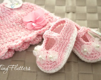 Pink baby girl hat and shoes -  Crochet baby girl hat and shoes - pink and white winter hat and shoe - Crochet baby hat pink - 0 to 9 Months