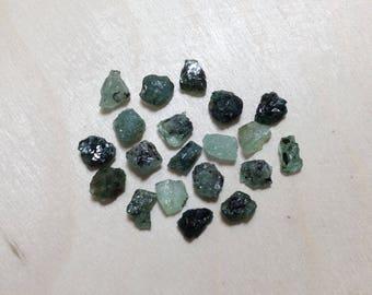 Small emerald, raw emerald green black gemstone lot // B*3120