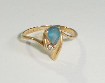 Vintage 14K Yellow Gold & Teardrop Blue Spinel Ladies 'Flame' Ring w/Diamond Accent, Size 6