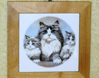 Vntage ceramic cat trivet/plaque with wood trim
