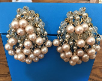 Vintage Faux Pearl and Clear Faceted Plastic Cha Cha Earrings 0969
