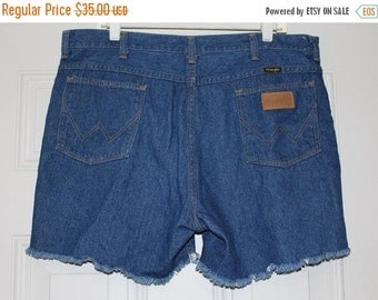 On Sale Vintage 70s 80s Mens WRANGLER Denim Jean RETRO Short Shorts Fray Hem 38