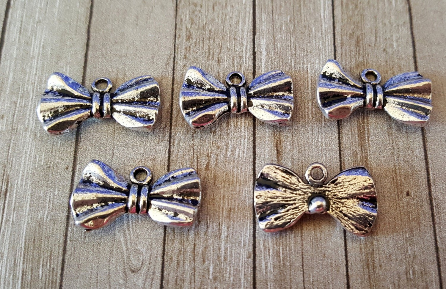 5 antiqued silver bow tie charm pendants bow ties are cool