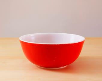 Vintage Pyrex #404-4 quart red mixing bowl