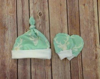 Deer baby knot hat, and no scratch mittens, newborn set - bucks head mint