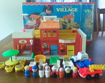 Vintage Fisher Price Little People Play Family Village With Box #997 1973