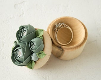 Green Ranunculus Rose Flower Ring Box Wooden Round Engagement Ring Holder Ring Case Wedding Bridal Home Decor Birthday Gifts