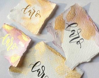 Handgeschriebene Aquarell-Platzkärtchen für deine Traumhochzeit, Taufe, runden Geburtstag und alle anderen festlichen Anlässe