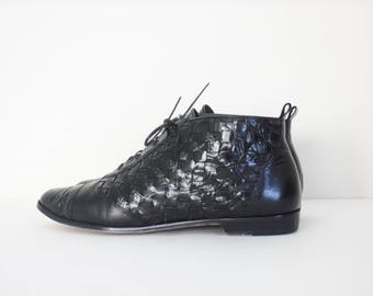 Size 10 Vintage 90s Enzo Angiolini Lace Up Woven Leather Ankle Boots Booties