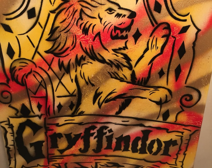 Gryffindor Harry Potter House Crest Spray Painting