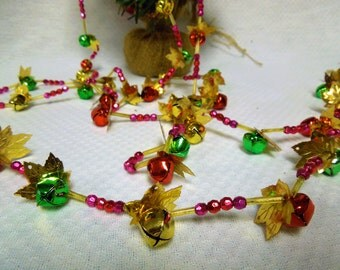 VINTAGE:  Christmas Tree Garland - Bell Garland - Christmas Decor/ Beaded  Garland.{G1-213#00722}