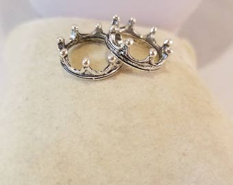Crown Charms, Crown Finding