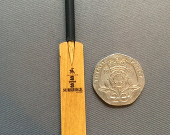 Dollshouse miniature cricket bat 1/12scale
