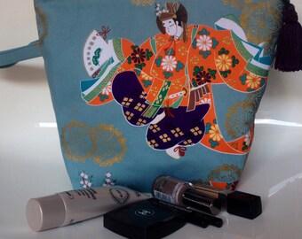 Toiletry bag, fabric Japanese geisha dancers