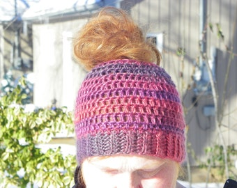 Messy Bun hat, Crochet Messy bun hat, Ponytail Beanie, Ponytail hat, messy hair hat, Gift for her, Christmas Gift, Messy Bun Beanie