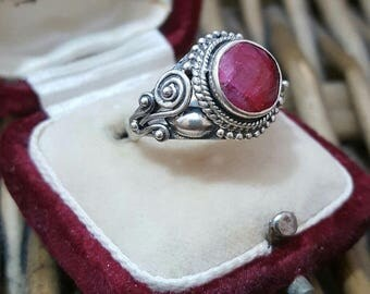 Vintage 925 sterling silver ring,ethnic,pink sapphire, size m