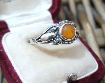 Vintage 925 sterling silver ring,retro, genuine tested ambers size p1/2