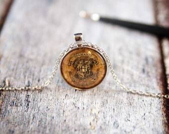 Hogwarts Necklace, Harry Potter pendant, harry potter jewelry, hogwarts, hogwarts pendant, hogwarts crest, harry potter fan, harry potter