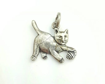 Adorable Vintage Sterling Silver Cat Playing with Yarn Charm