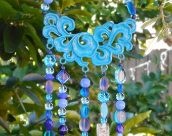 hanging crystals, wind chimes, suncatcher, blue, acrylic crystal, outdoor decor, coastal theme, beachside cottage, made in Australia, long