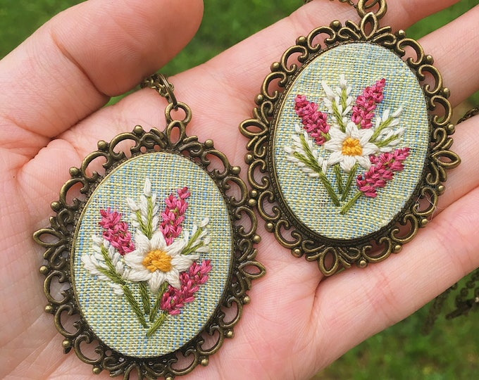 Hand Embroidered Spring Floral Necklace, gift for mom, vintage style pendant, boho, mint green linen fabric, floral design, bright pink