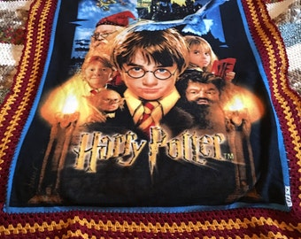 Harry Potter and the Sorcerer's (Philosopher's) Stone Throw Fleece with Crochet Edging - Gryffindor
